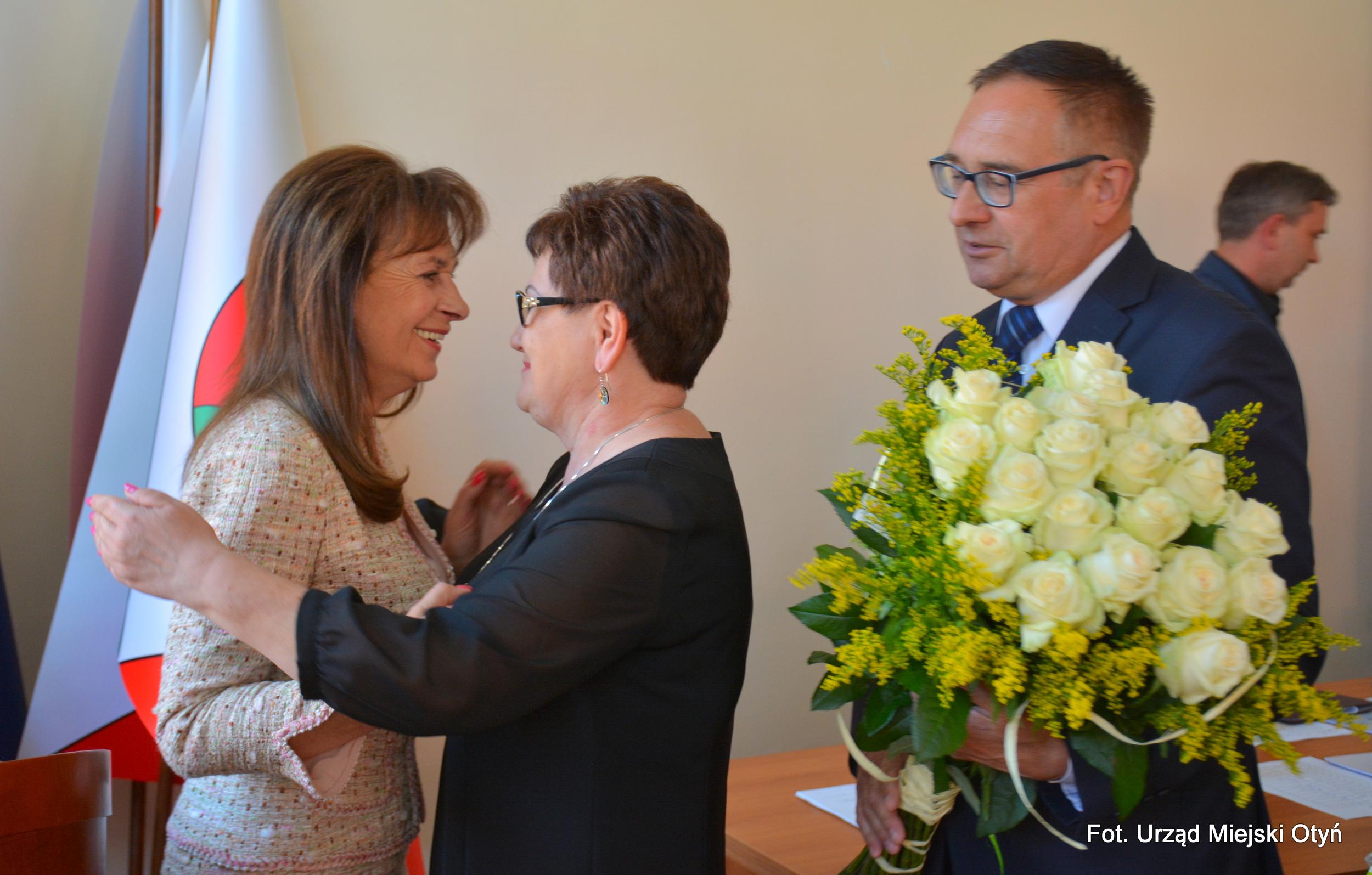 Ilustracja do informacji: Absolutorium dla Burmistrz Otynia Barbary Wróblewskiej przegłosowane jednomyślnie!